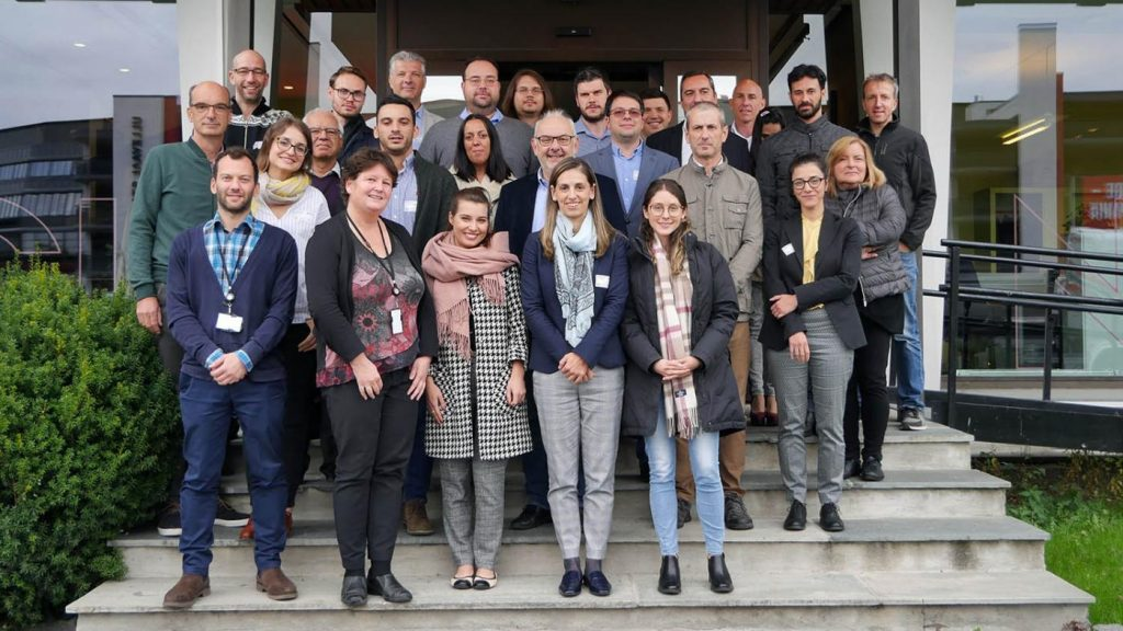 Foto de familia das e dos participantes da xuntanza celebrada en Oslo